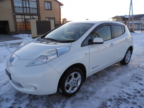 nissan-leaf-aze0-2013-g-big-4